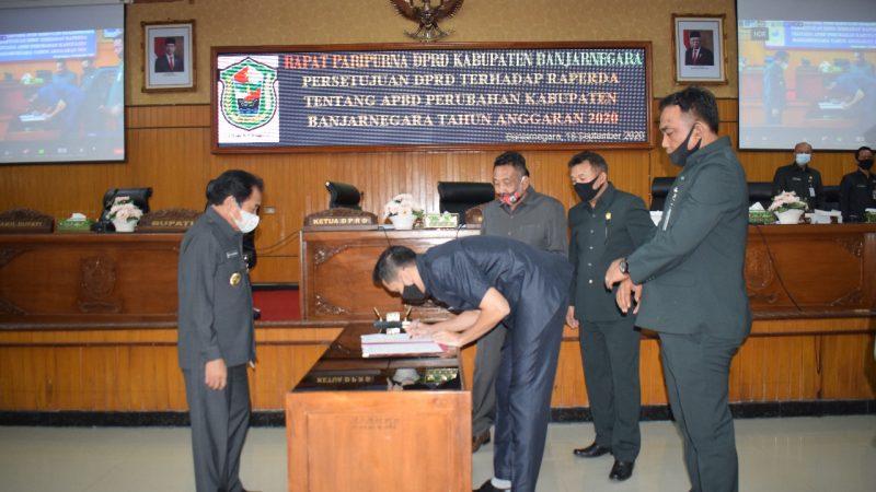Anggota DPRD Kabupaten Banjarnegara Setujui Raperda APBD Perubahan Tahun 2020
